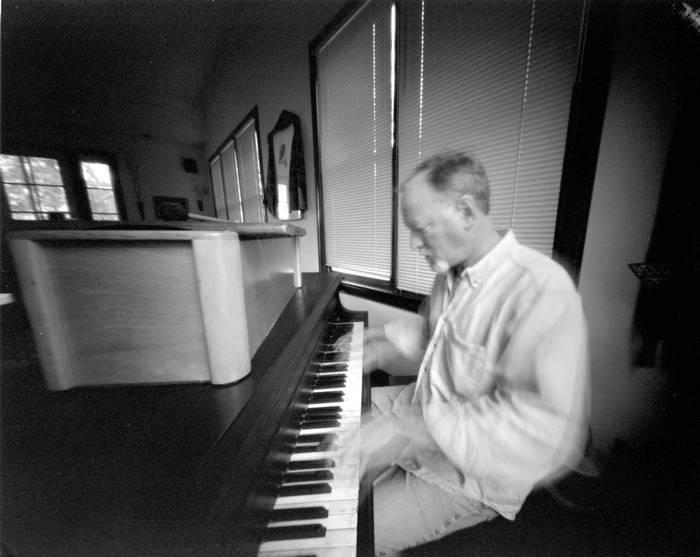 Pinhole-Piano-Player